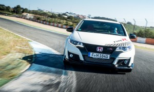 73924_Honda_Civic_Type_R_sets_new_benchmark_time_at_Estoril_with_WTCC_safety