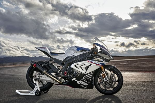 P90254419_lowRes_bmw-hp4-race-04-2017