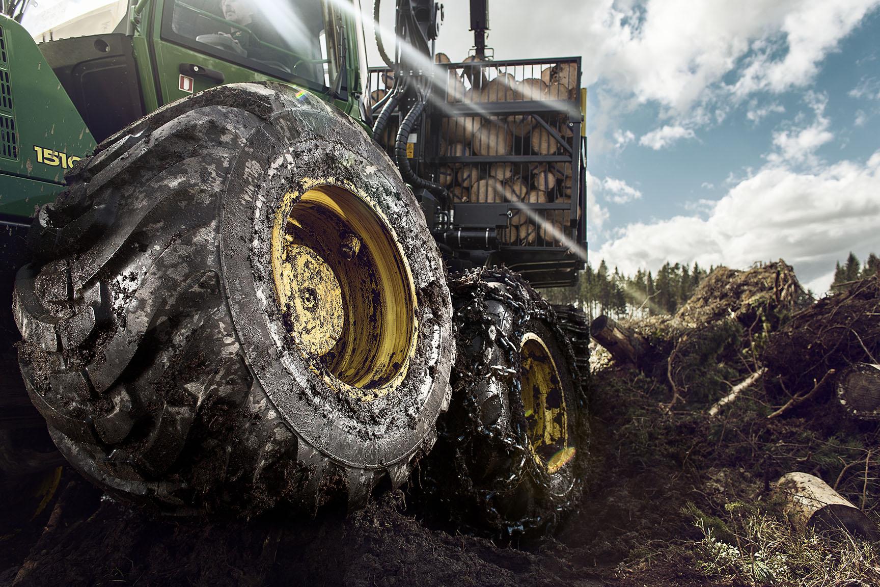 Nokian Forest King F_John Deere 1510E_bogie, 2013.