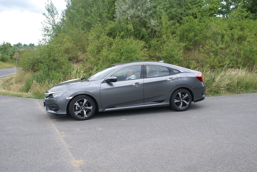 Honda Civic sedan 4d (1)