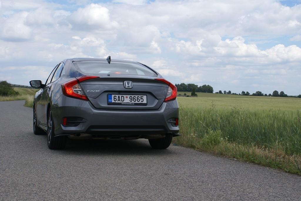 Honda Civic sedan 4d (3)