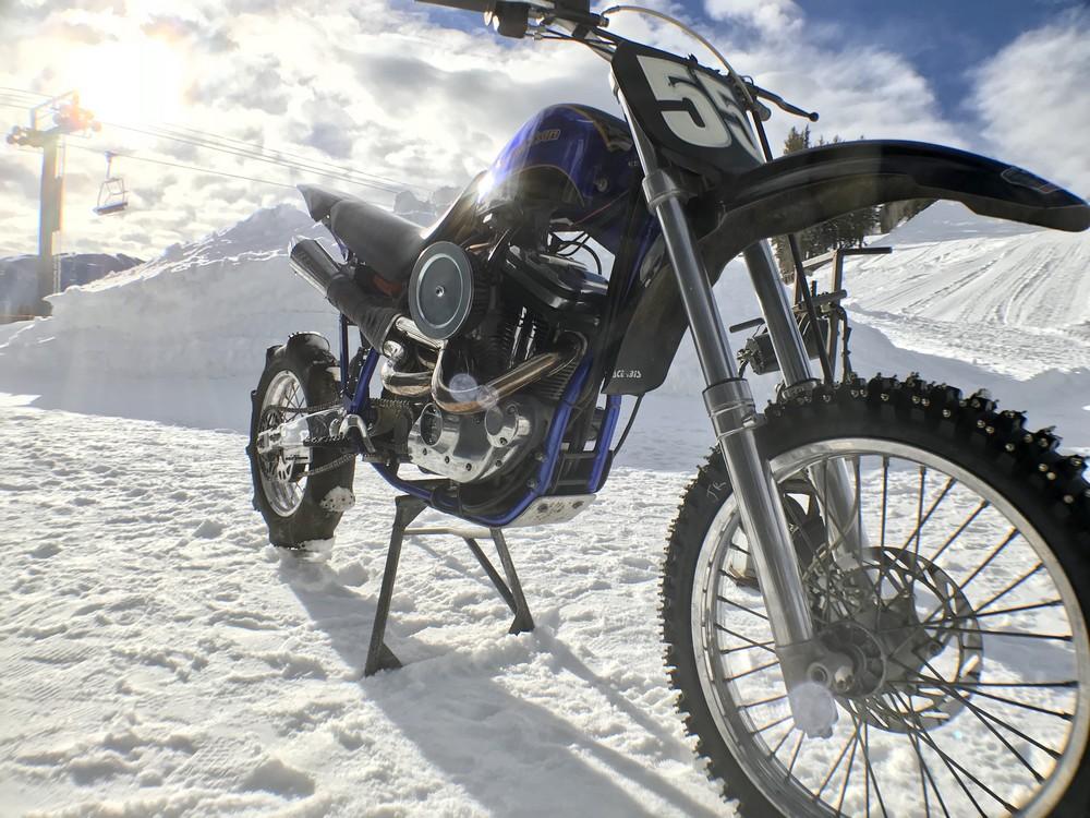 Harley na sněhu