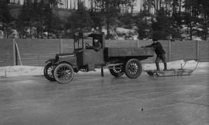 Nokian-Tyres-1930s-first-winter-tyre-lake-Pyhäjärvi