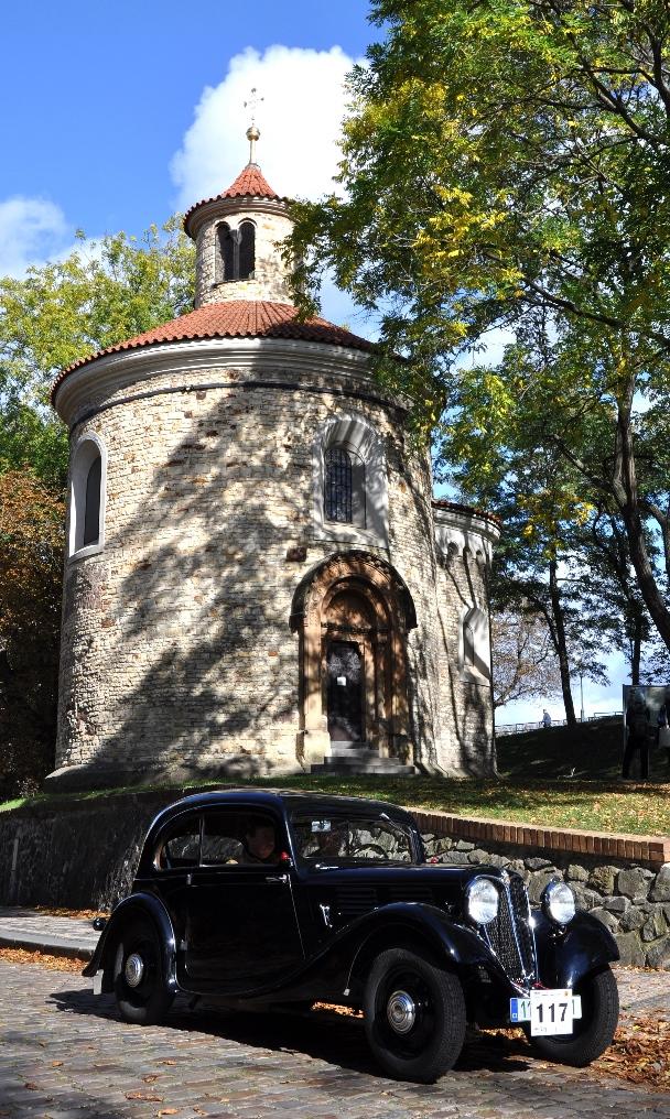 čtyřicet veteránů zaparkuje na nádvoří zámku ve Žďáru nad Sázavou (1)