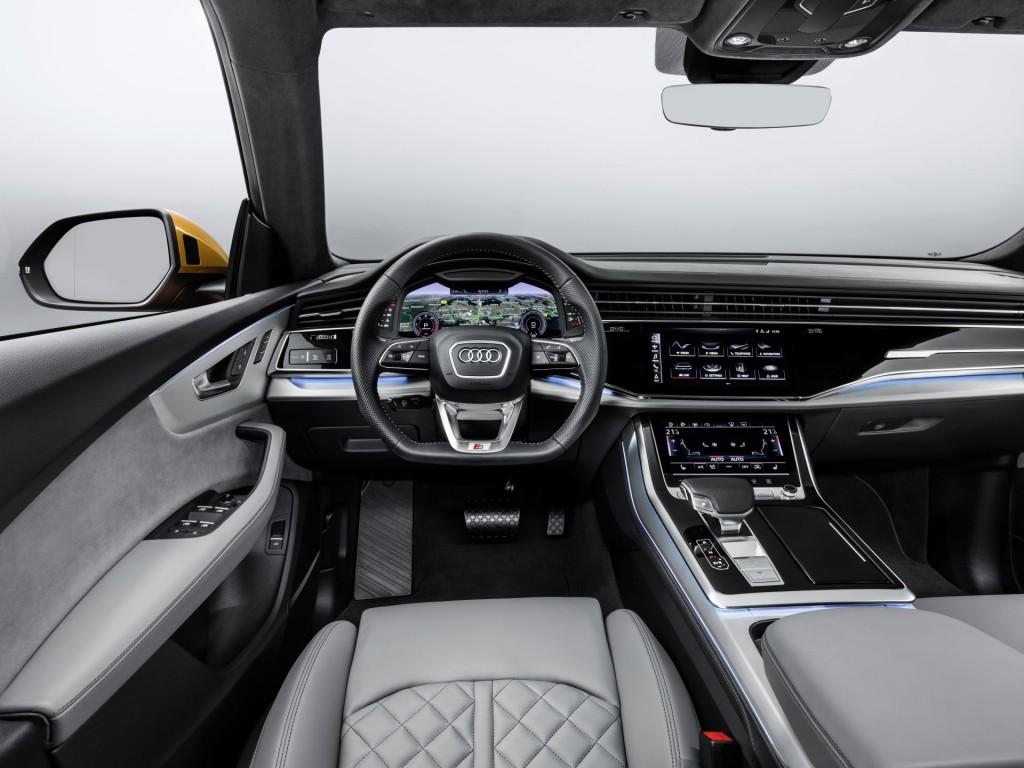 Audi Q8_