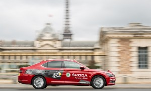 SKODA-Superb-is-Red-Car-in-Tour-de-France-2015-1
