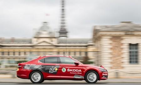 SKODA-Superb-is-Red-Car-in-Tour-de-France-2015-1