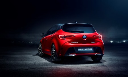 Auris_2019_rear_3_4_v7_NEW_BADGE_LR