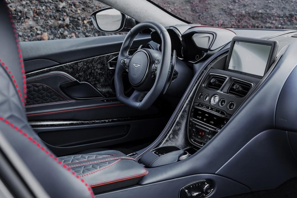 Aston Martin DBS (18)
