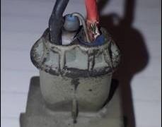 Nainstalovaný resistor do konektoru způsobující zkreslení měřené veličiny, tuv