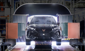 CUPRA-boosts-electrification-and-starts-production-of-the-Formentor-e-HYBRID_01_small