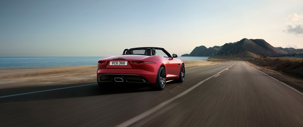 Jag_F-TYPE_22MY_R-Dynamic_Black_Convertible_Exterior_Foto 1