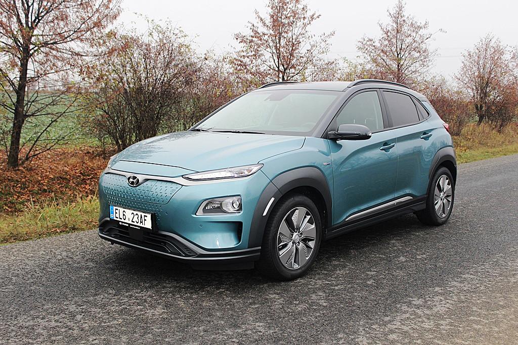 Hyundai Kona ukazoval dojezd 412 km při nabití na 99%. Spotřeba činila 19,3 kWh/100 km.